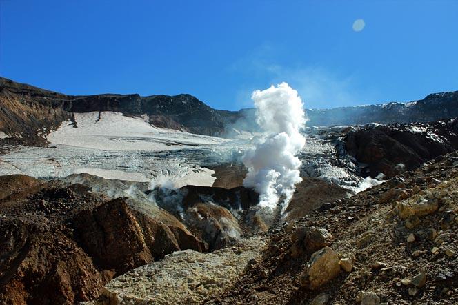 Восхождение на вулкан Мутновский на Камчатке - Кратер вулкана Мутновский - Туры и экскурсии на Камчатке