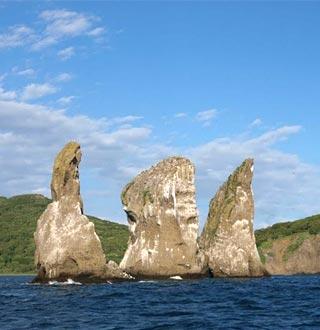 Скалы Три Брата - туры и экскурсии на Камчатке