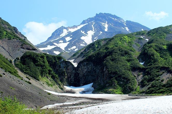 Водопад на вулкане Вилючинский на Камчатке - Туры и экскурсии на Камчатке