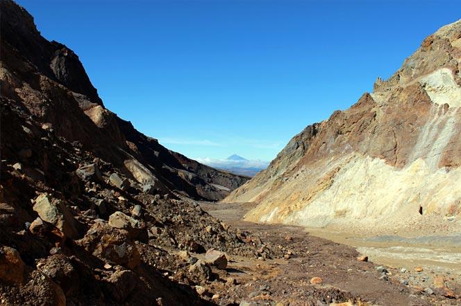Восхождение на вулкан Мутновский на Камчатке - Туры и экскурсии на Камчатке
