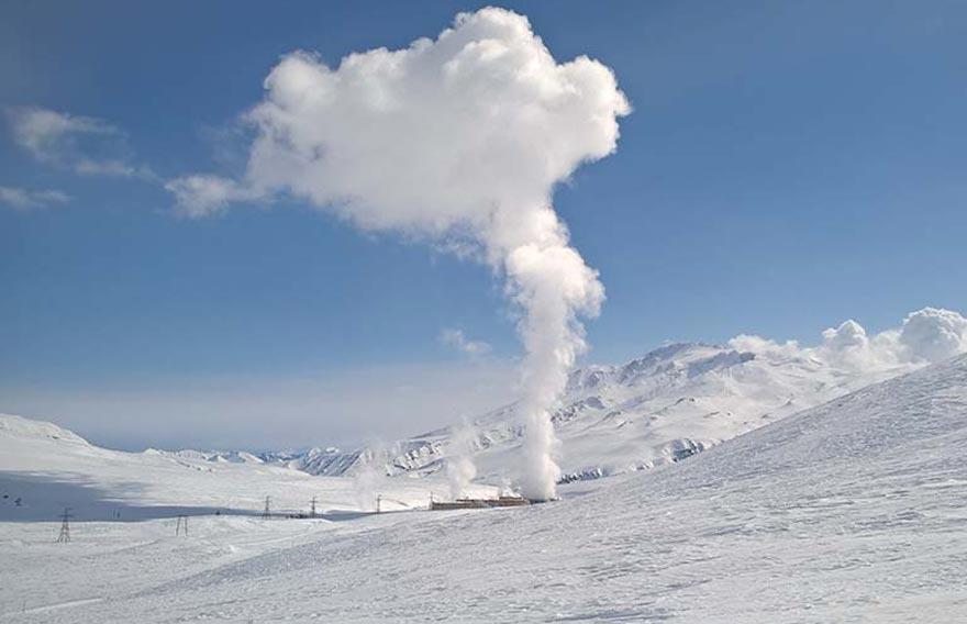 Тур на снегоходе к кратеру вулкана Мутновский - туры и экскурсии на Камчатке