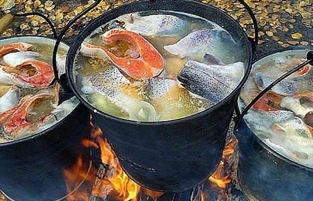 Уха из лосося - туры и экскурсии на Камчатке
