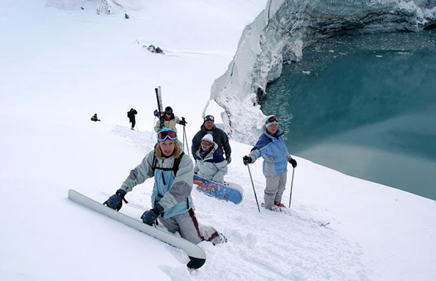 Катание на горных лыжах и сноуборде по склонам Домашних вулканов Камчатки - туры и экскурсии на Камчатке