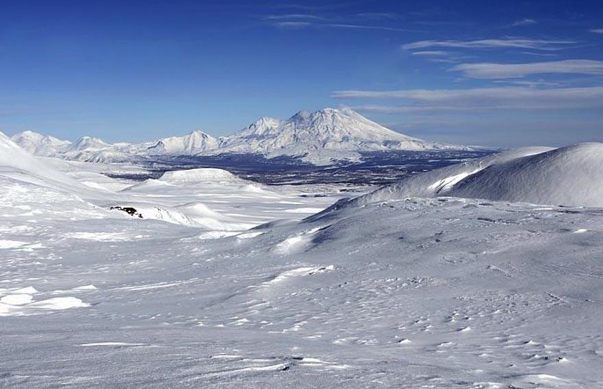 Вулкан Жупановский - на снегоходах в Налычево - туры и экскурсии на Камчатке