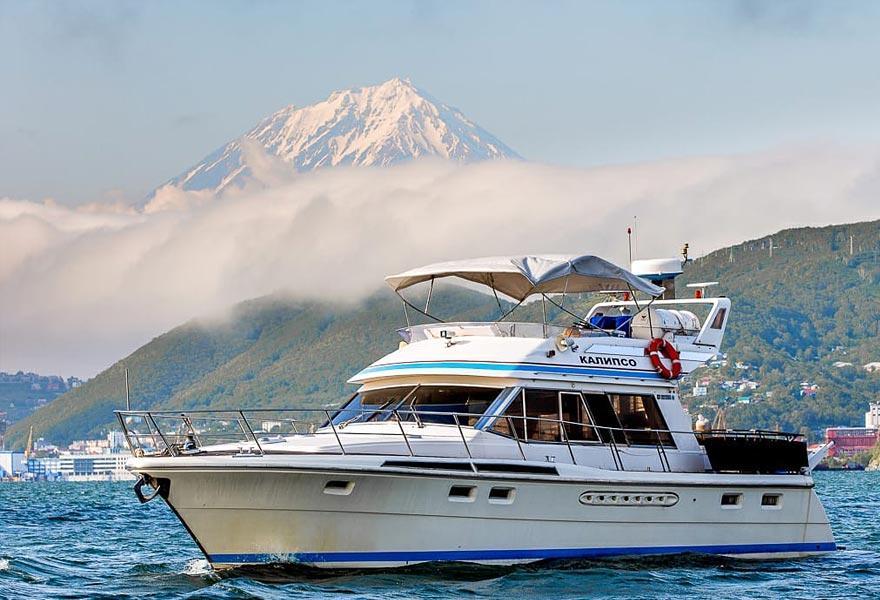 Аренда катера Калипсо с экипажем - цены - туры и экскурсии на Камчатке