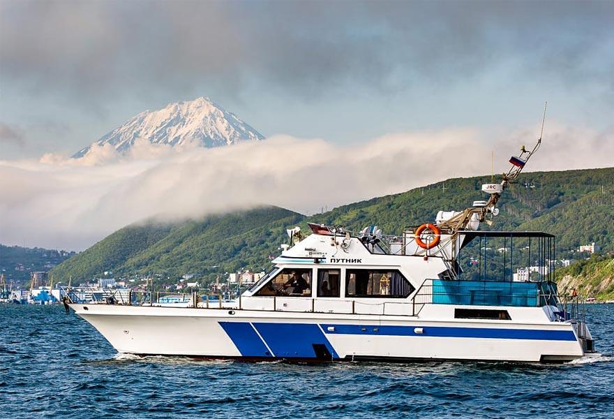 Аренда катера Путник с экипажем - цены - туры и экскурсии на Камчатке