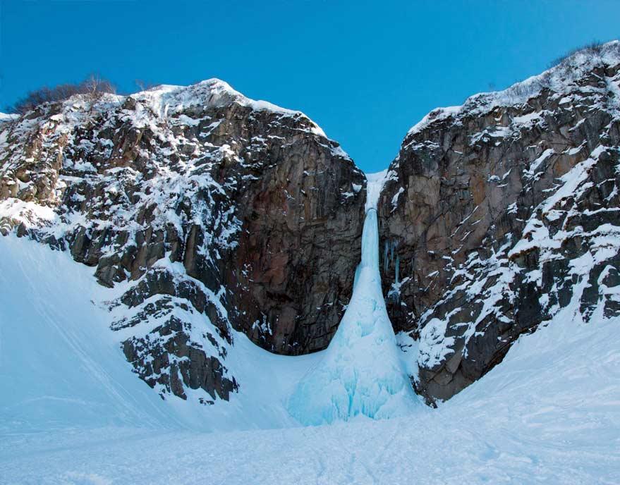 Сосулька на Вилючинском водопаде - туры и экскурсии на Камчатке