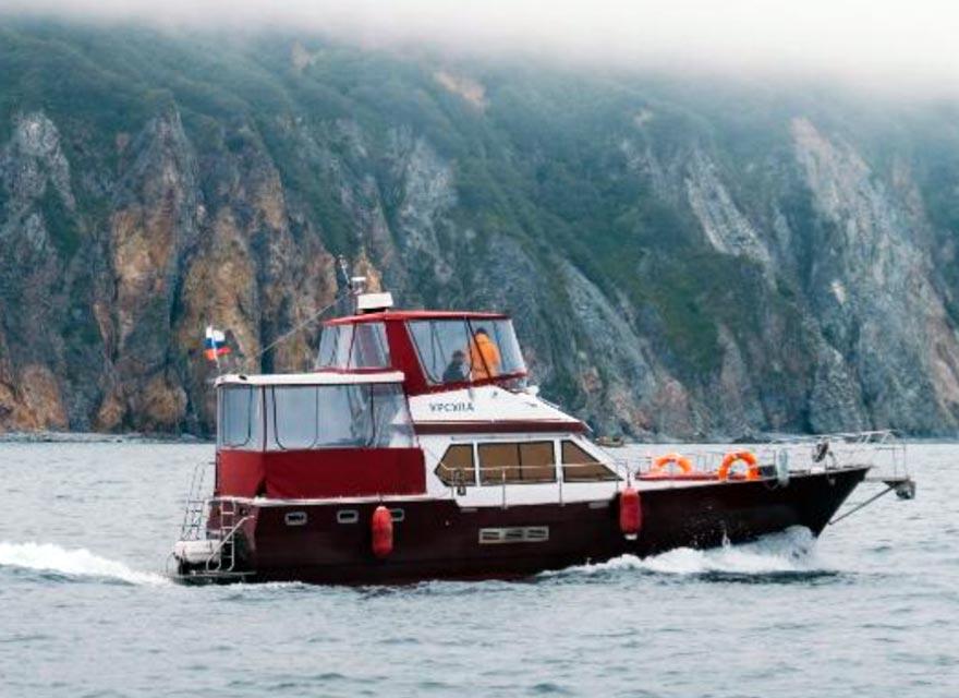 Аренда катера Урсула с экипажем - цены - туры и экскурсии на Камчатке