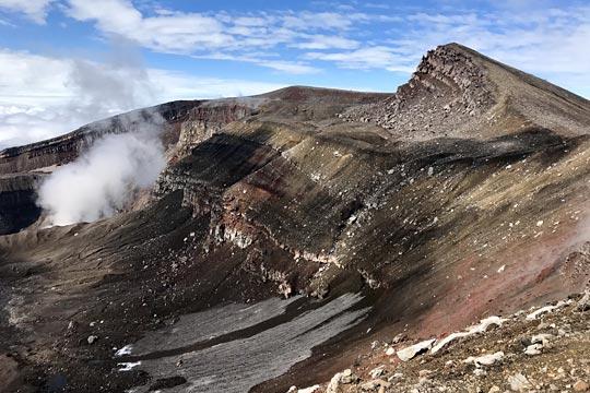 Кратере на вулкане Горелый - туры и экскурсии на Камчатке
