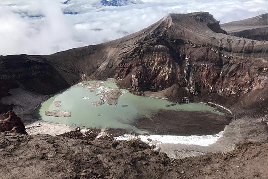 Голубое озеро в кратере вулкана Горелый - туры и экскурсии на Камчатке